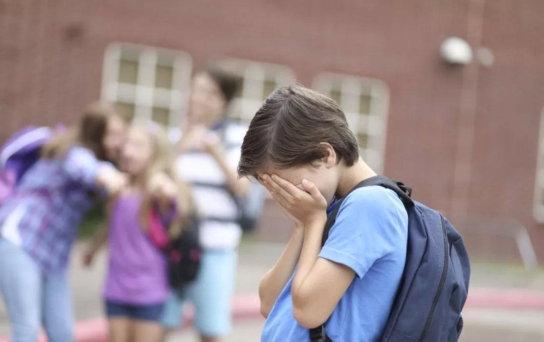 学生跳楼卧轨接连发生,是什么让孩子脆弱不堪?
